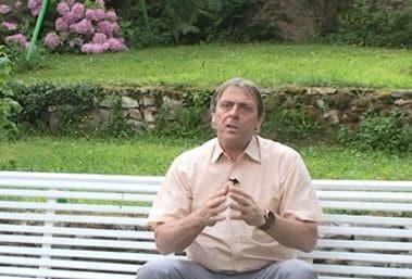 patrick dumoleyn, délégué ACEOS 93-95, fait faire l'exercice de l'elevator-pitch lors de ses réunions